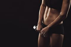 Тренировки женщины фитнеса с гантелью Стоковое Изображение RF