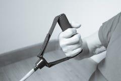 Тренировки реабилитации для более старых женщин с эластичной резиновой лентой Стоковая Фотография RF