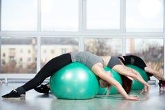 Тренировки Backbend на шариках Стоковое Фото