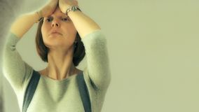 Тренировки Facebuilding лицевые учителем йоги стороны в зеркале акции видеоматериалы