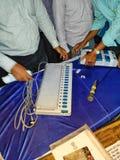 Тренируя процедура персонала полинга на избрание 2019 Lok Sabha или избрание 2019 Генеральной Ассамблеи держалась избранием стоковое фото