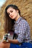 тренькать гитары девушки страны Стоковая Фотография