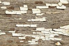 Треснутая белая текстура краски на старой древесине Стоковая Фотография RF
