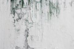 Треснутая вода цвета стены треснула на конкретной старой текстуре стены Стоковое Изображение RF