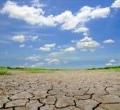треснутая высушенная почва Стоковая Фотография RF