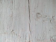 Треснутая деревянная доска в старой белой краске Стоковая Фотография RF