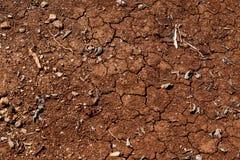 Треснутая земля с жарой и убийственным солнцем пустыня Стоковые Изображения RF