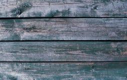 Треснутая старая краска на деревянных планках зеленый стоковое изображение