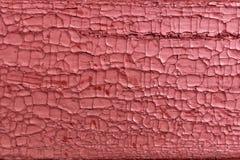 Треснутая старая красная краска на деревянной поверхности Стоковая Фотография