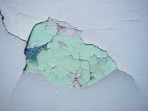 Треснутая текстура краски Старая краска на стене с старым гипсолитом и нескольких слоев конца-вверх поверхности краски Макрос Стоковые Фото