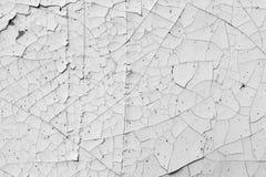 Треснутая текстура краски, черно-белая предпосылка Стоковые Изображения