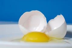 треснутое яичко Стоковое Изображение