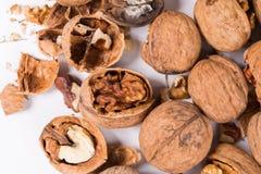 Треснутые грецкие орехи все и Стоковое Фото