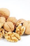 треснутые грецкие орехи все Стоковые Фотографии RF