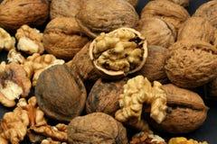 треснутые грецкие орехи Стоковое фото RF