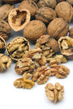 треснутые грецкие орехи стоковые изображения rf