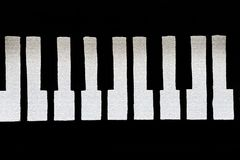 Треснутые и хрупкие ключи рояля стоковая фотография