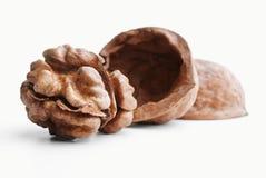 Треснутый грецкий орех изолированный на белизне Стоковое фото RF