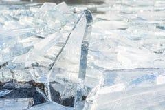 Треснутый лед в озере, ландшафт зимы Стоковые Изображения RF