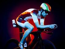Триатлон велосипеда велосипедиста человека задействуя Стоковые Изображения RF