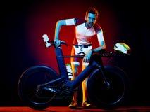 Триатлон велосипеда велосипедиста человека задействуя Стоковое Изображение