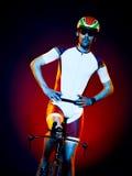 Триатлон велосипеда велосипедиста человека задействуя Стоковая Фотография