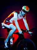 Триатлон велосипеда велосипедиста человека задействуя Стоковые Изображения