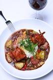 Триперстки dish с стеклом красного вина Стоковая Фотография
