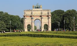 Триумфальная Арка du Carrousel внутри в Париже, Франции стоковое фото rf