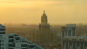 Триумф timelapse здания Астаны на времени захода солнца от вершины башни Baiterek astana kazakhstan видеоматериал