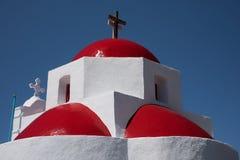 Троица красных куполов на церков Mykonos Стоковые Фотографии RF