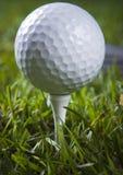 тройник гольфа клуба шарика Стоковая Фотография