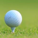тройник путя гольфа клиппирования шарика изолированный изображением Стоковые Фотографии RF