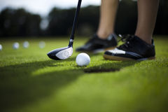 тройник путя гольфа клиппирования шарика изолированный изображением стоковые фото