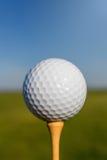 тройник путя гольфа клиппирования шарика изолированный изображением конец вверх Стоковое фото RF