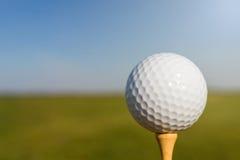 тройник путя гольфа клиппирования шарика изолированный изображением конец вверх Стоковое Изображение RF