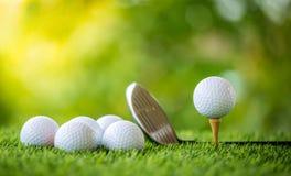 тройник путя гольфа клиппирования шарика изолированный изображением Стоковое Фото
