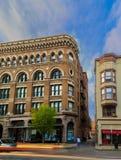 Трой NY США городские на занятой пятнице ночью с историческими зданиями и архитектурой Стоковые Изображения RF