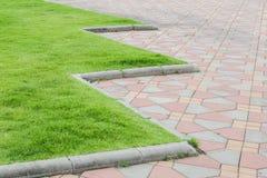 Тропа в зеленом парке Стоковые Фото