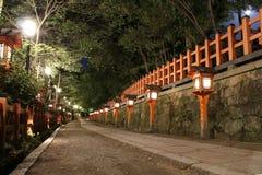 Тропа в японской святыне в Киото Стоковые Изображения RF