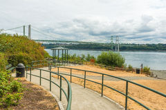 Тропа к парку в зоне моста узких частей стальной в Tacoma, Вашингтоне, США стоковое изображение rf