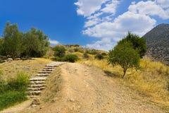 Тропа к руинам Mycenae, Греция стоковая фотография rf