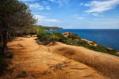 Тропа на море Clifftop в Lloret de mar стоковое фото rf