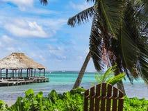 Тропики совмещают море песка и небо San Pedro Белиз стоковое изображение rf