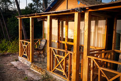 Тропическая гостиница с пальмами Стоковое Изображение