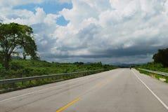 Тропическая дорога в Доминиканской Республике стоковые изображения