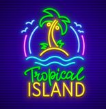 Тропическая неоновая вывеска острова с значком ладони Стоковое фото RF
