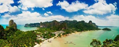 Тропическая панорама ландшафта пляжа. Таиланд Стоковые Фото