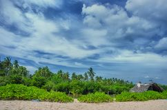 Тропическая хата пляжа и рыбной ловли Стоковые Изображения RF
