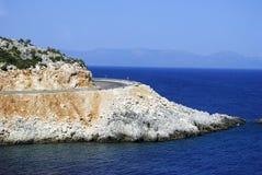 Тропические голубые море и остров стоковая фотография rf